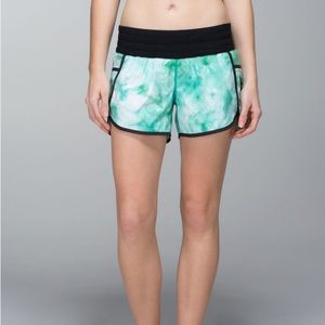 Lululemon Tracker Short II *2-way Stretch Size 8